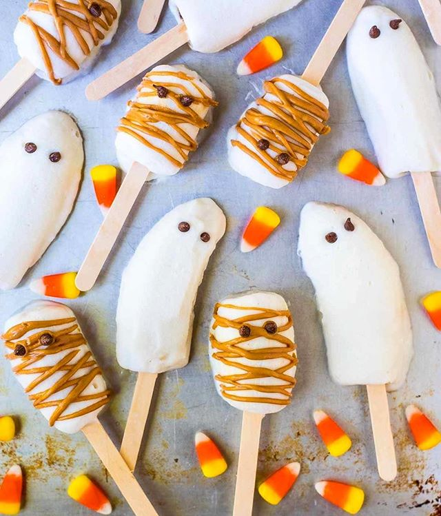Make it a healthy Halloween with these frozen BOO-NANA pops!  Frozen bananas dipped in sweet vanilla…