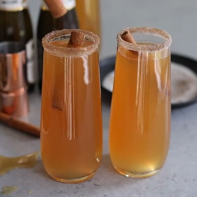 If you're looking for a cocktail to make for brunch, these apple cider chai mimosas should be it!…