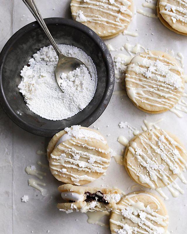 Vanilla Sandwich Cookies With Vanilla Bean Marshmallow And Chocolate Ganache