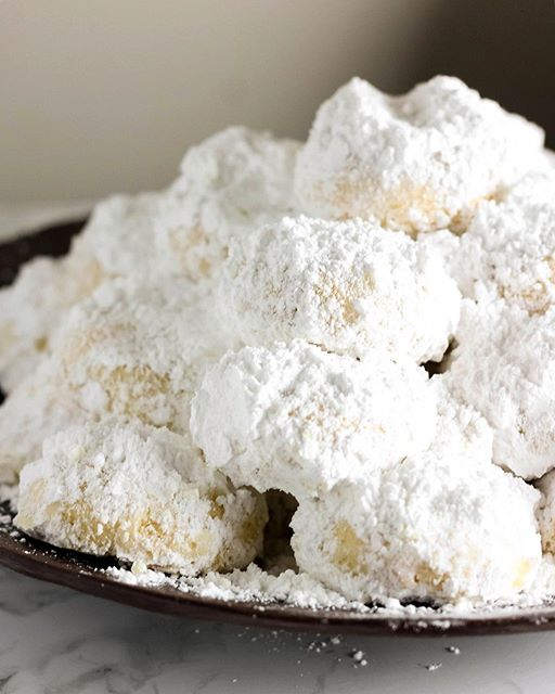 Kourabiedes - Traditional Greek Christmas Cookies