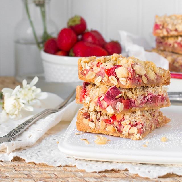 Strawberry Rhubarb & Ginger Crumble Bars