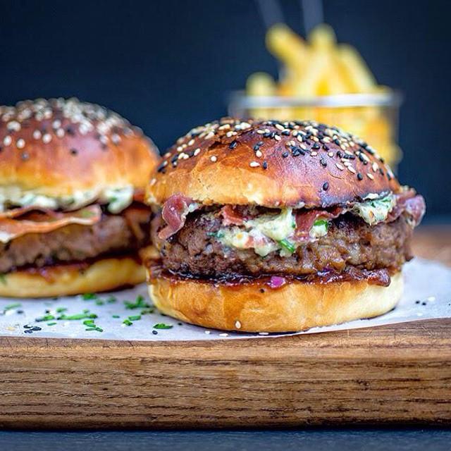 Blue Cheese Burgers With Crispy Pancetta & Onion Chutney