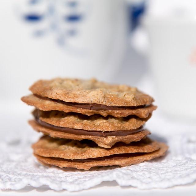 Crispy Thin Oatmeal Cookies