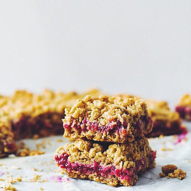 Rasberry And Rhubarb Oat Crumble Bars