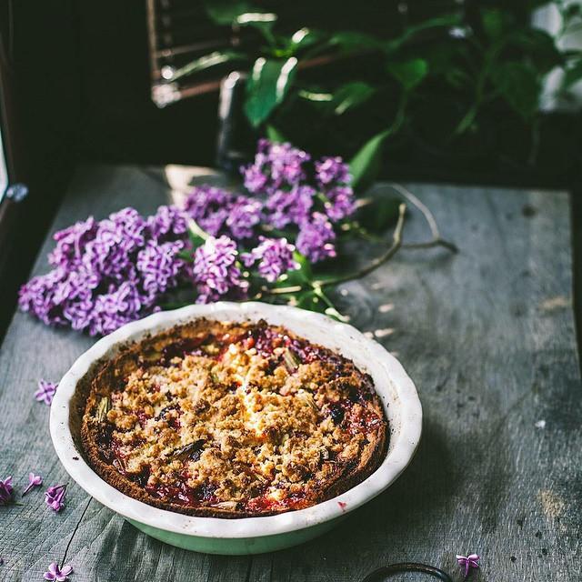 Rhubarb & Oatmeal Crumble