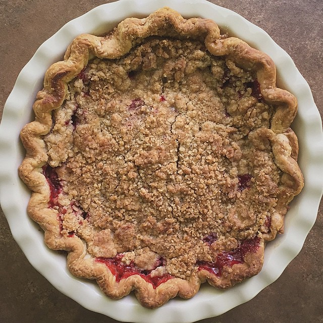 Summer Strawberry Crumble Pie