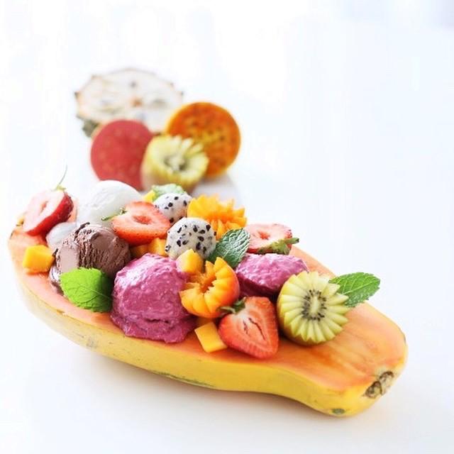 Papaya Bowl With Ginger, Chocolate & Raspberry Ice Cream