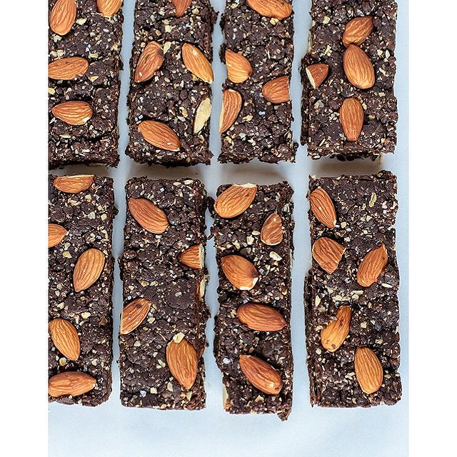 No Bake Salted Chocolate & Almond Granola Bars