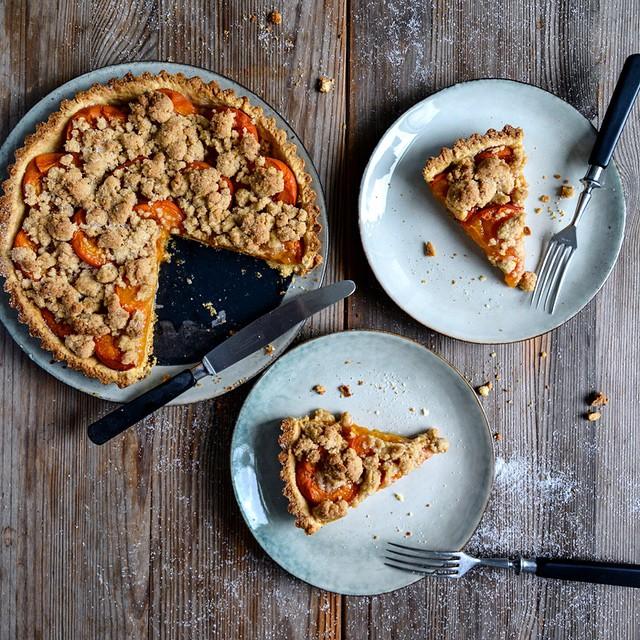 Apricot & Cinnamon Crumble Cake
