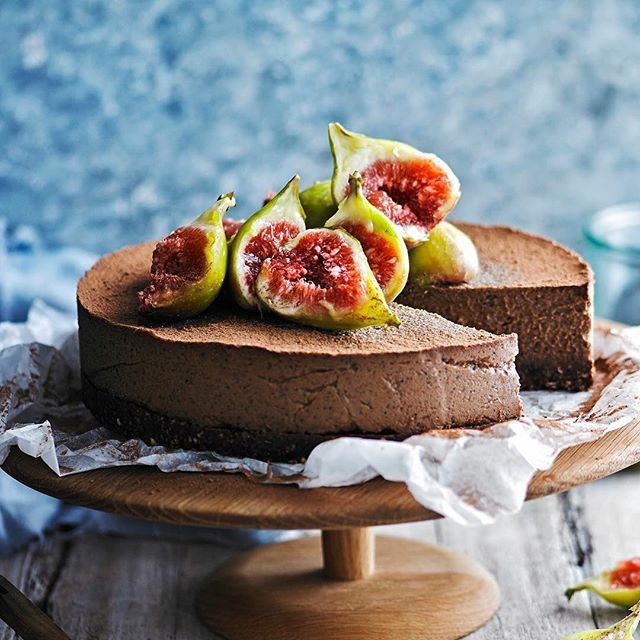 This divine raw chocolate and earl grey 'cheese'cake actually contains no dairy, no gluten and no…