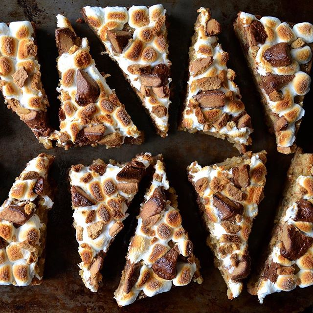 Happy National S'mores Day! Get the party started with quick and easy Peanut Butter S'mores Bars…