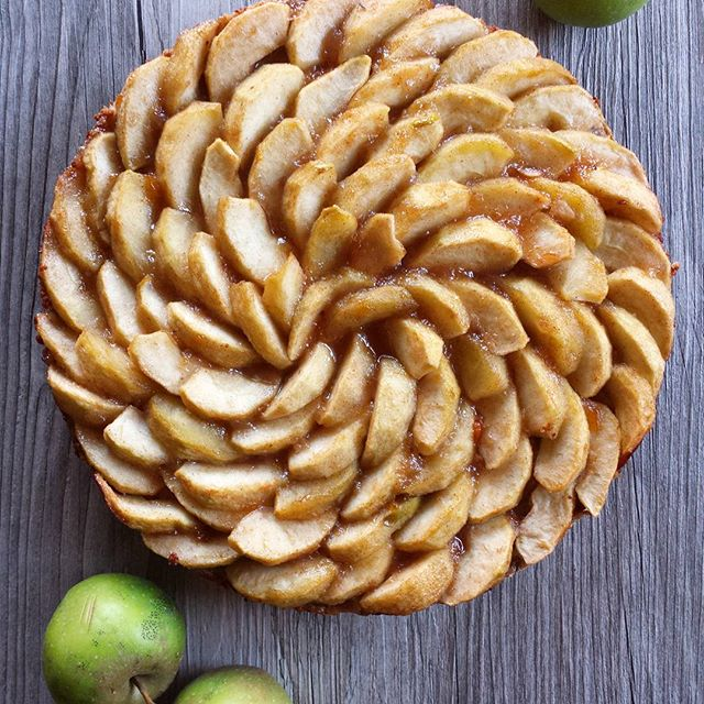 Apple Pie With An Oatmeal Cookie Crust, Vegan Caramel, And Tart Apple Slices