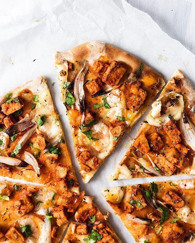 """Buffalo Pizza with """"Mozzarella"""" and """"Chicken"""""""