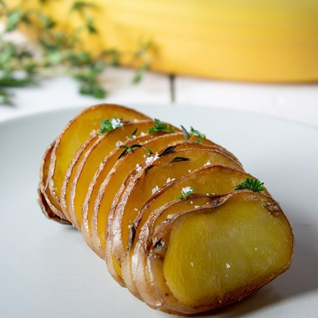 Hasselback Roasted Potatoes with Thyme