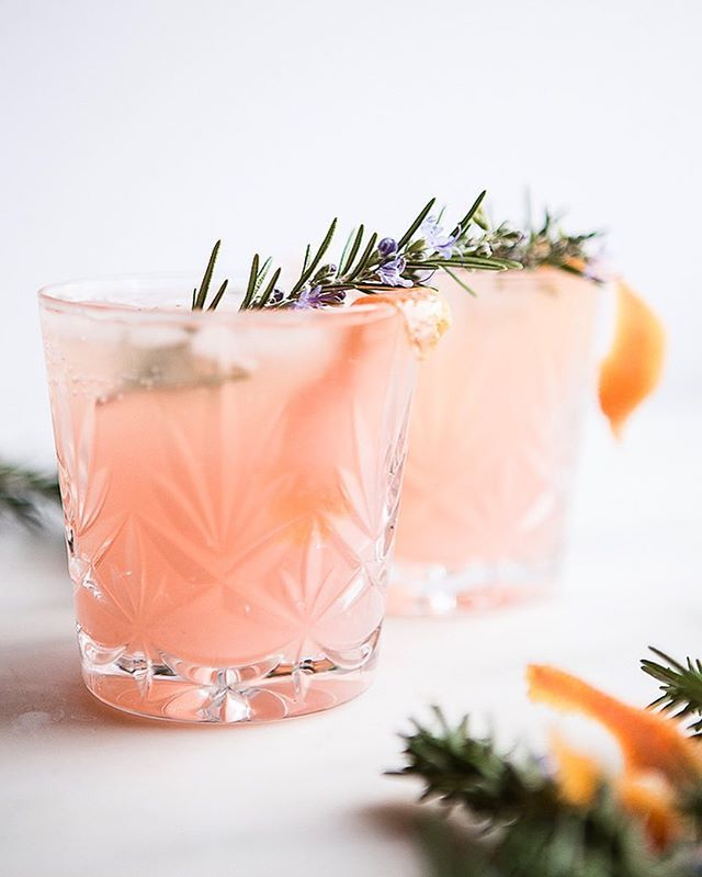 Gin Fizz with Grapefruit and Cardamom