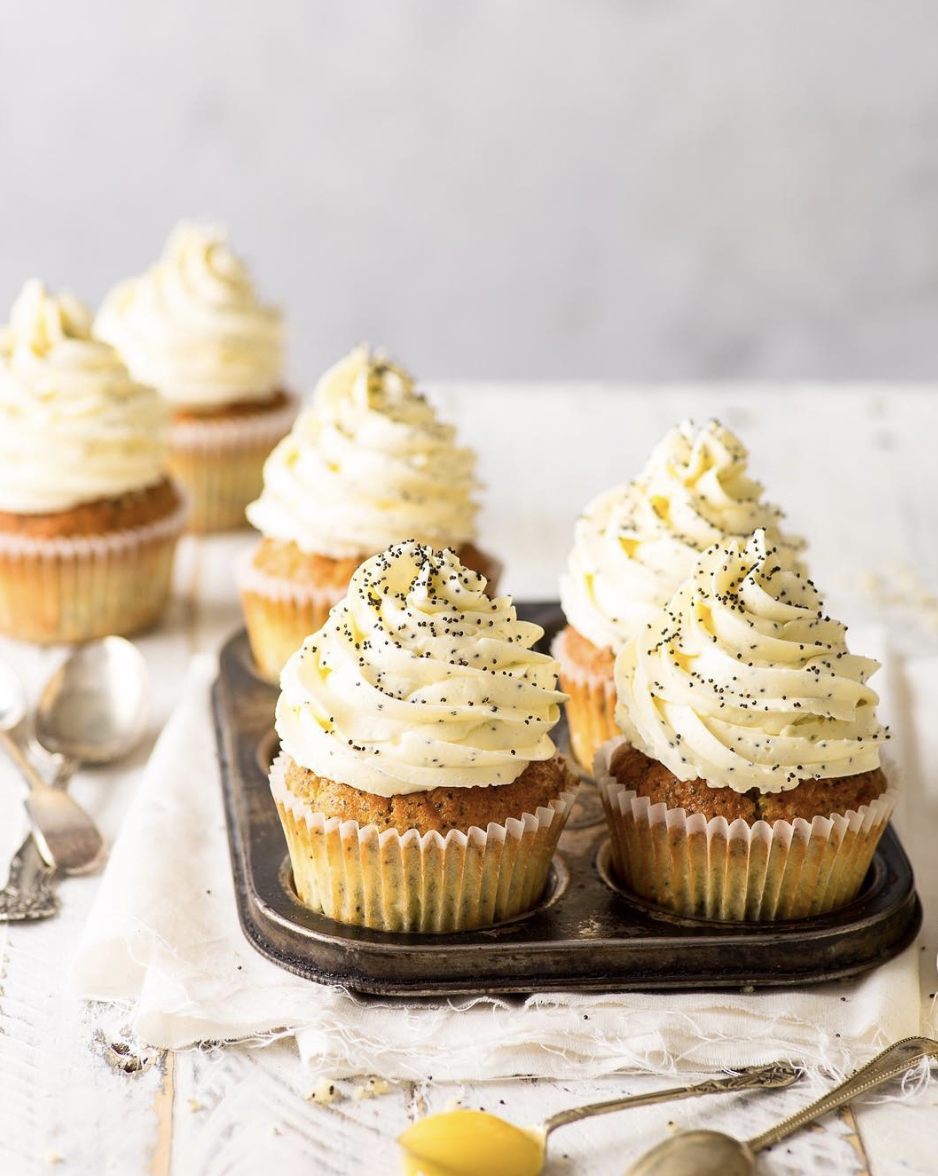 Lemon Curd Filled Poppyseed Muffins