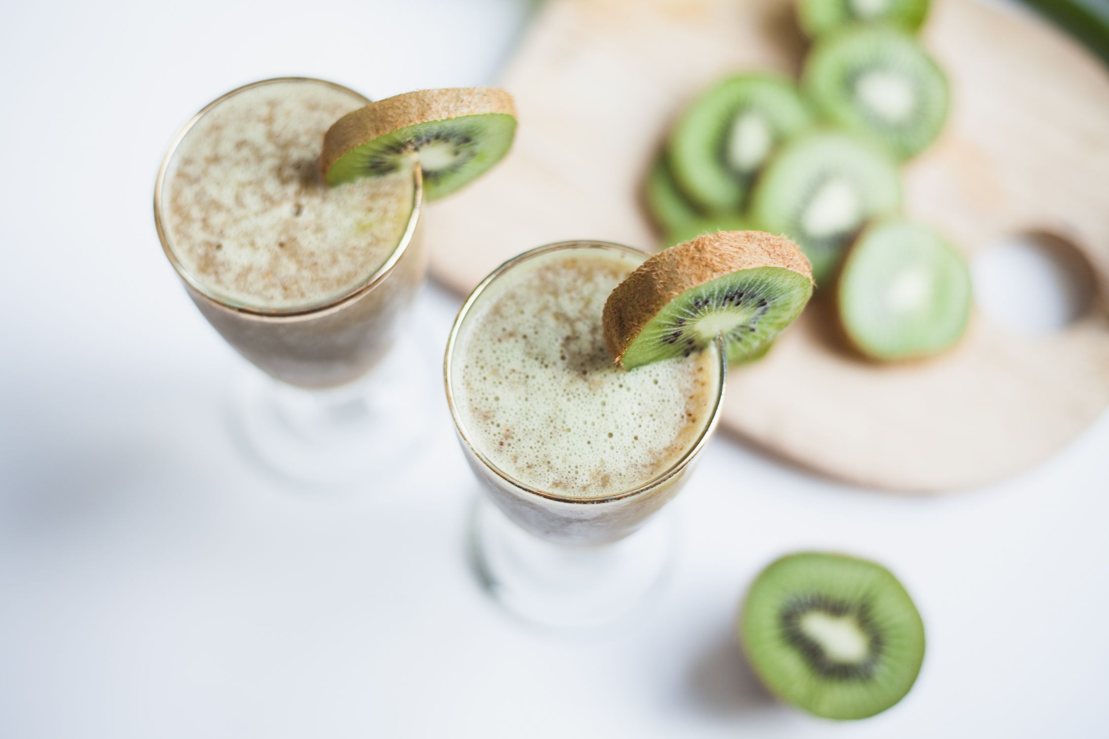 Kiwi prosecco cocktail with cocorrina