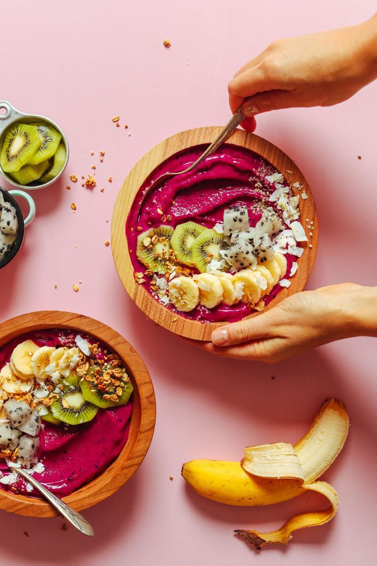 Dragon Fruit Banana Smoothie Bowl