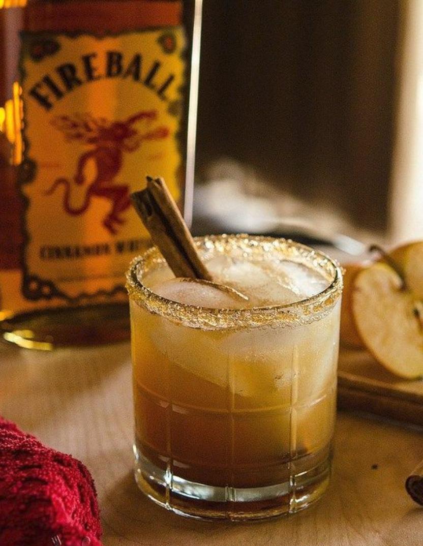 Spiced Apple Pie Cocktail