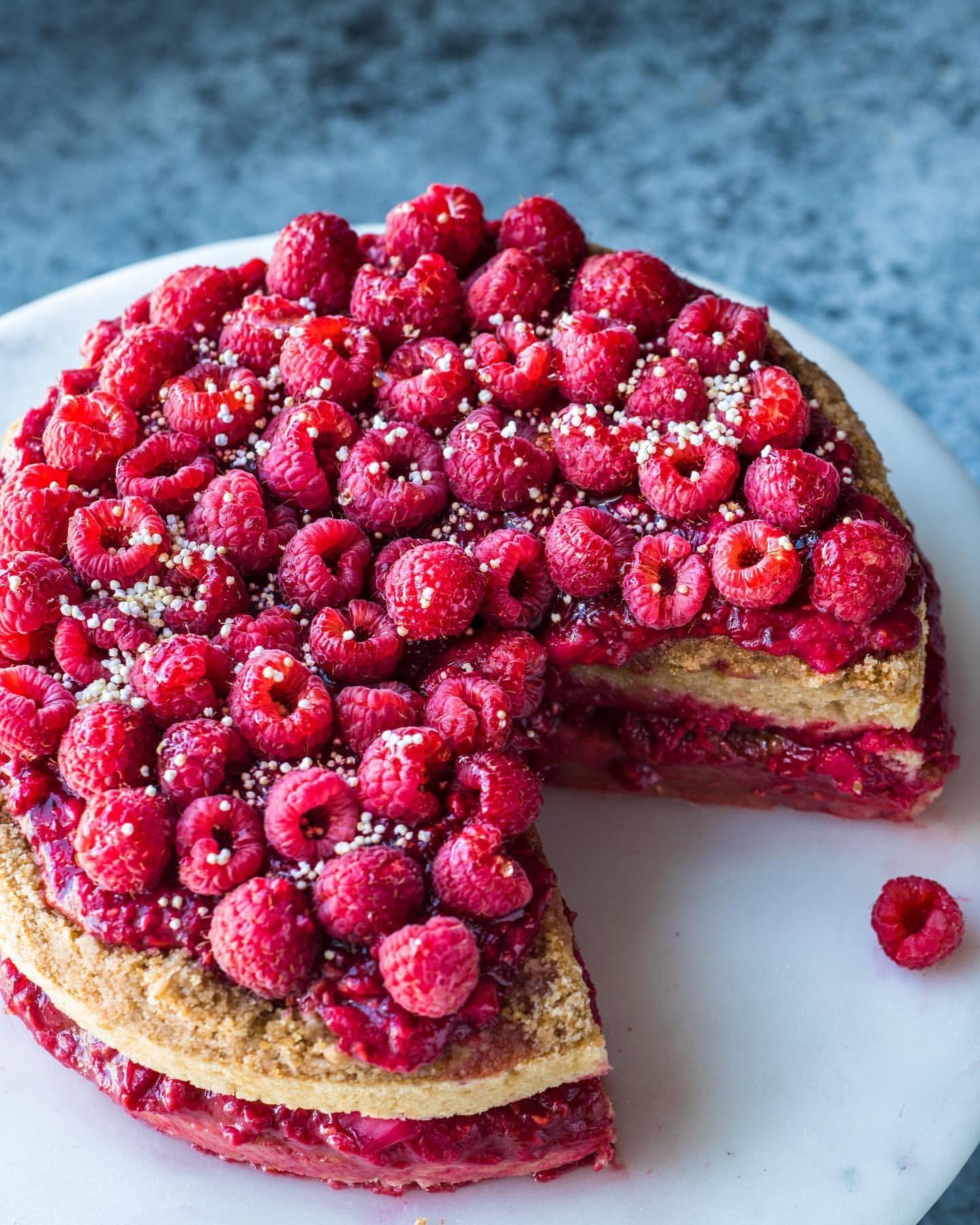 Rhubarb Raspberry Crumble Tart