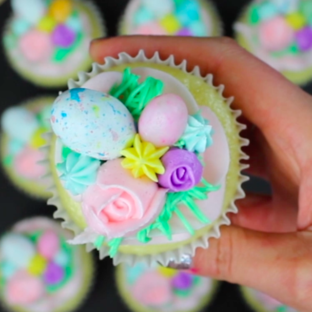 How To Frost Easter Cupcakes